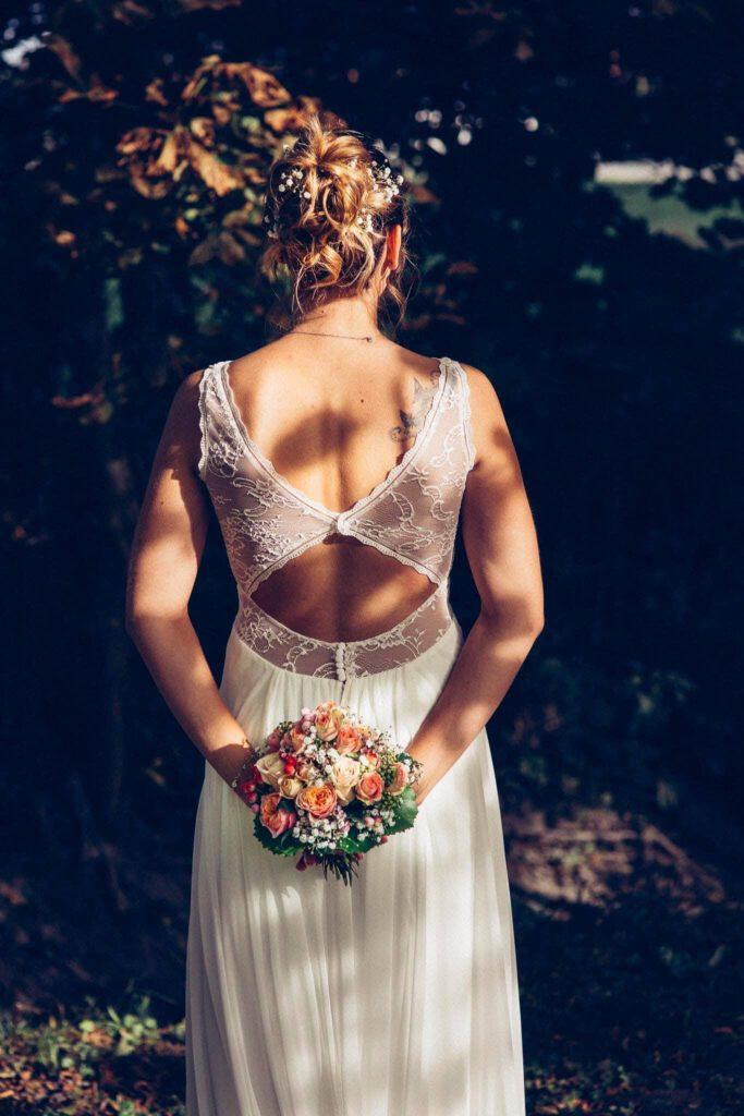 Rückansicht einer Braut